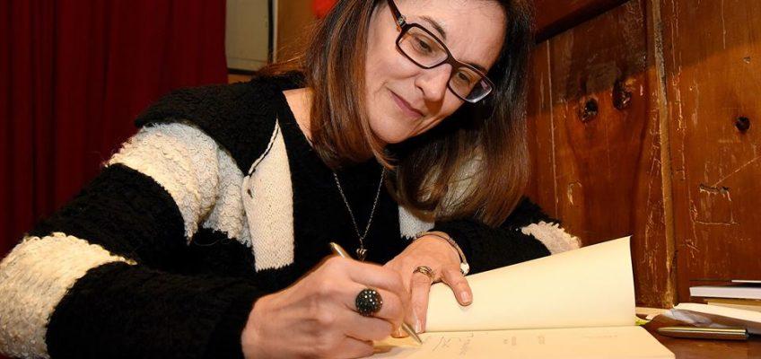 Acadêmica Luci Collin lança Antologia Poética