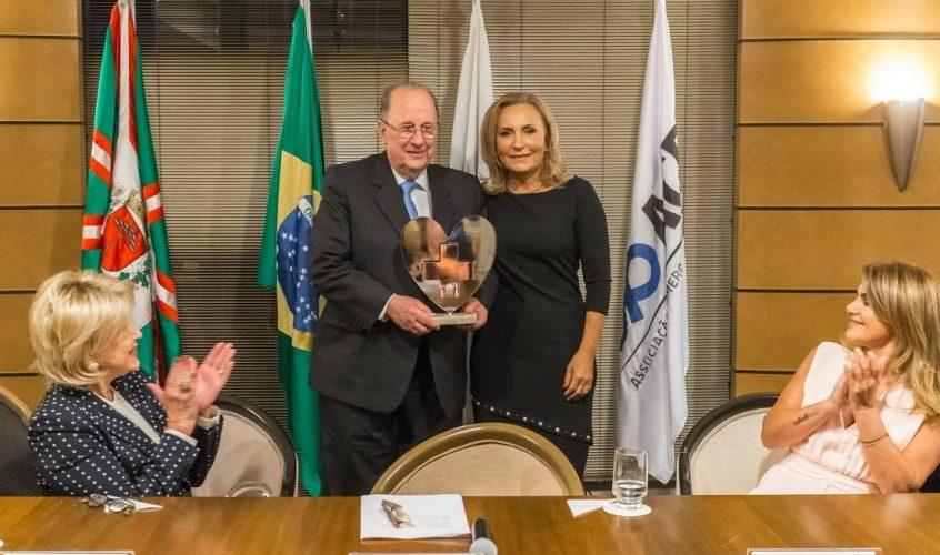 Acadêmico recebe Troféu Destaque Serviço de Transplante de Medula Óssea