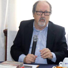 """Manfredini conta detalhes sobre """"A pulsão pela escrita"""" em reunião da APL"""