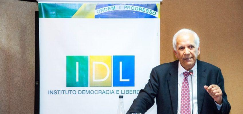 Oriovisto Guimarães fala sobre perspectivas econômicas e políticas em palestra