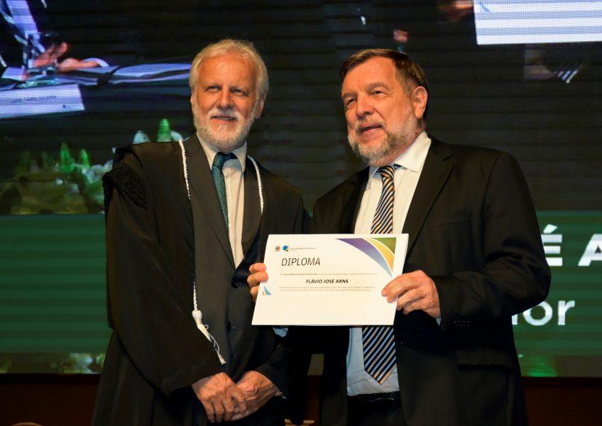 Gilberto Ferreira e Flávio Arns.
